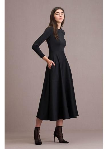 Eda Atalay Eteği Volanlı Maksi Elbise Siyah